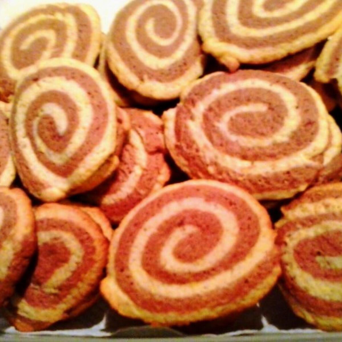 Ezen a képen: Színes keksz beszter konyhájából