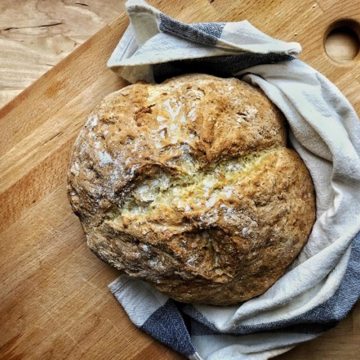 Ezen a képen: Házi kenyér, élesztő nélkül