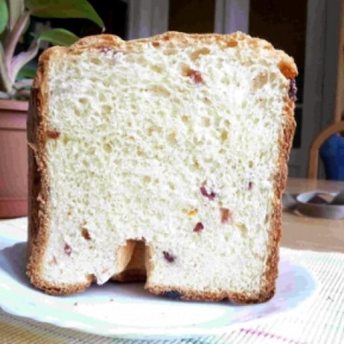 Ezen a képen: Lekváros kalács kenyérsütőgépben