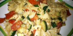 Cukkinis-paradicsomos-fokhagymás tészta csirkemellel