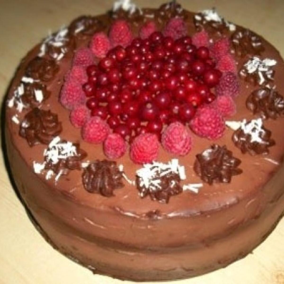 Ezen a képen: Málnakrémes csokitorta