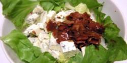 Márványsajtos-baconös saláta