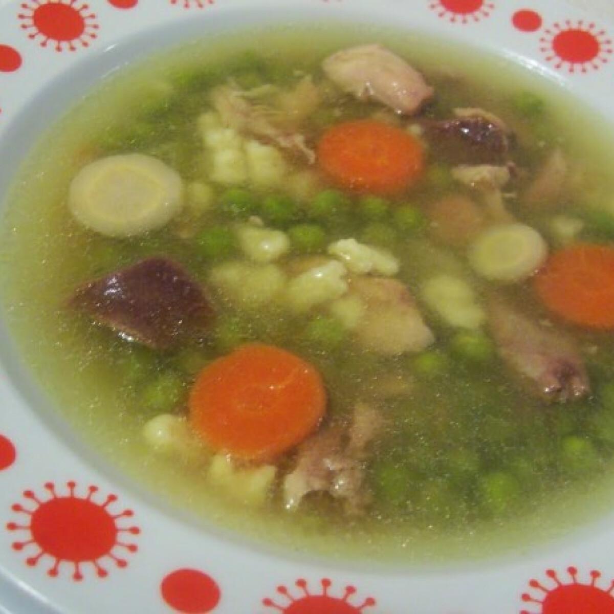 Ezen a képen: Zöldborsóleves csirkehússal Katrin konyhájából