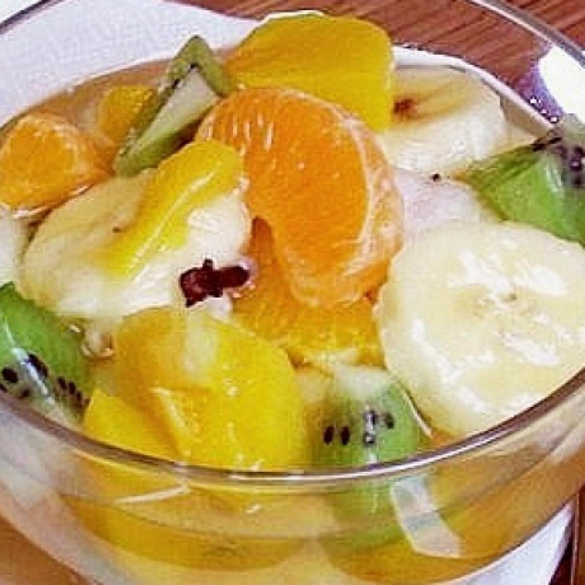 Ezen a képen: Vaníliás gyümölcssaláta