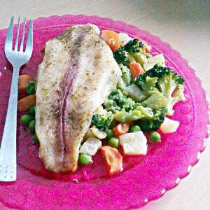 Párolt hal zöldségkörettel