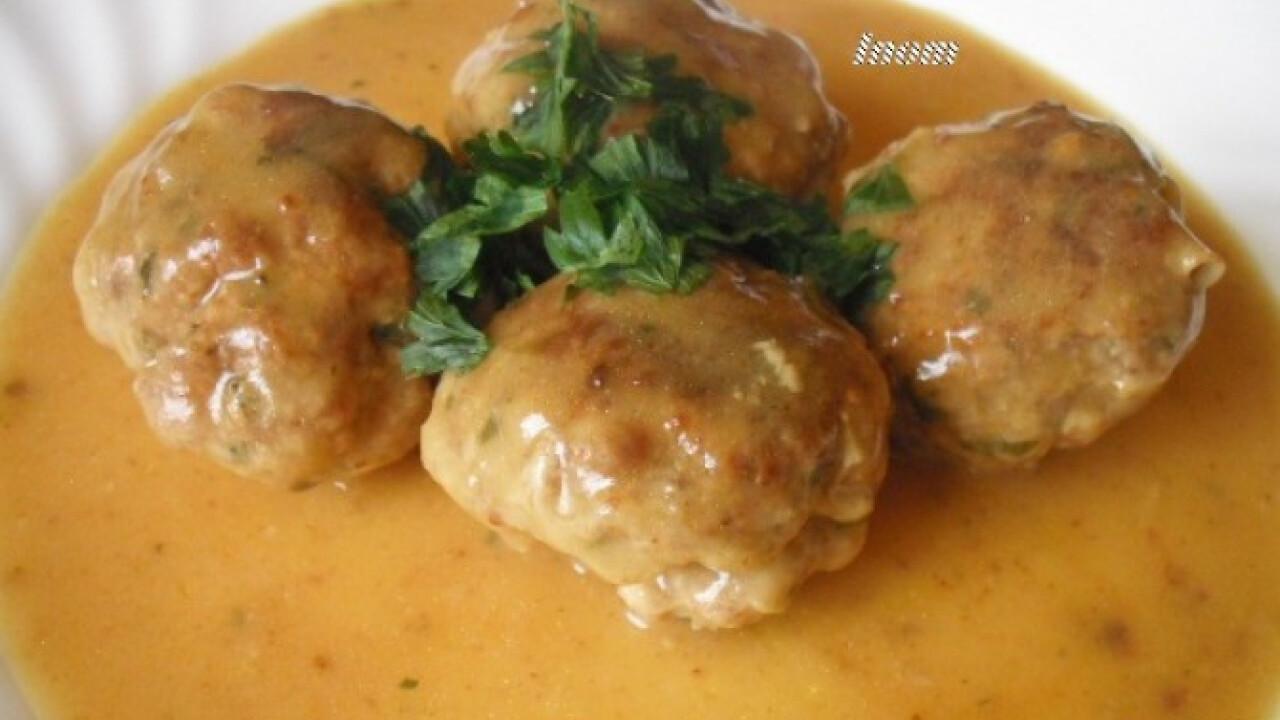 Húsgombóc curry-szószban