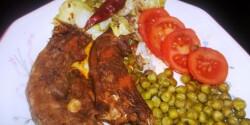 Vörösboros kacsanyakpörkölt zöldborsóval és salátával