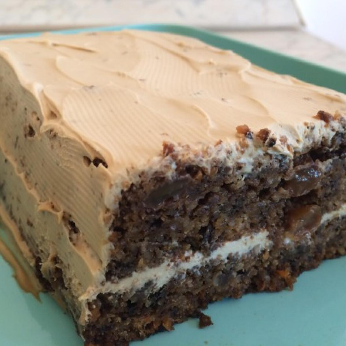 Cukor- és gluténmentes mogyorós répatorta kávékrémmel