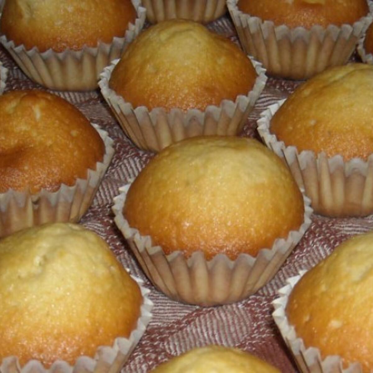 Ezen a képen: Alap muffin Fonott kalácstól