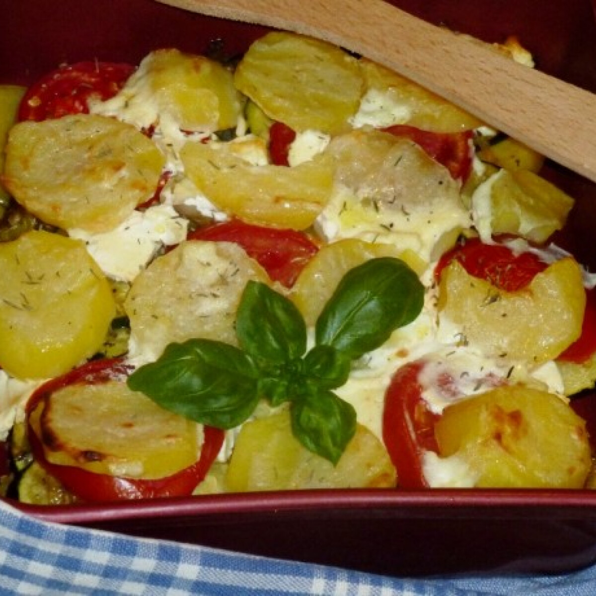 Ezen a képen: Rakott krumpli olasz módra