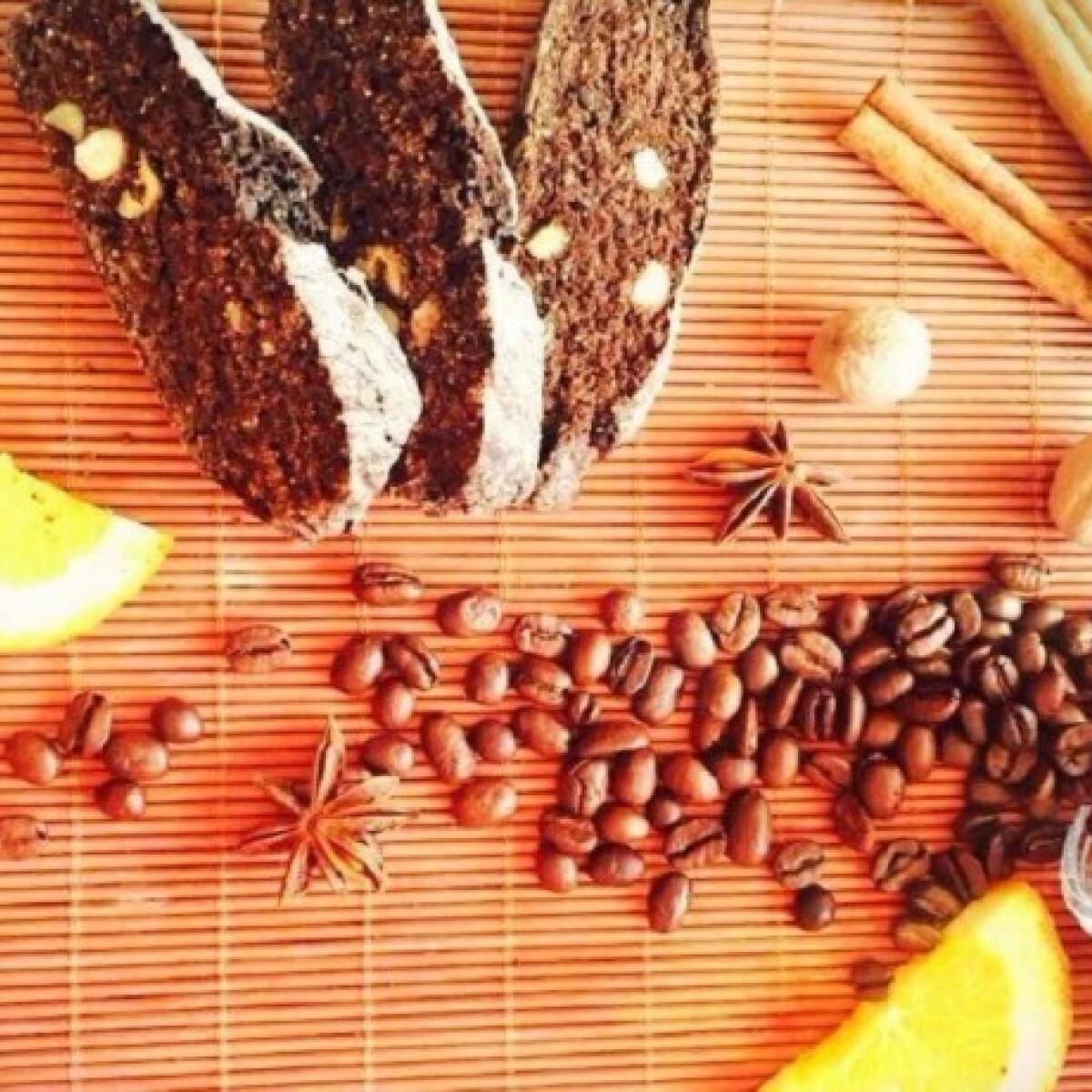 Ezen a képen: Kávés-fűszeres biscotti