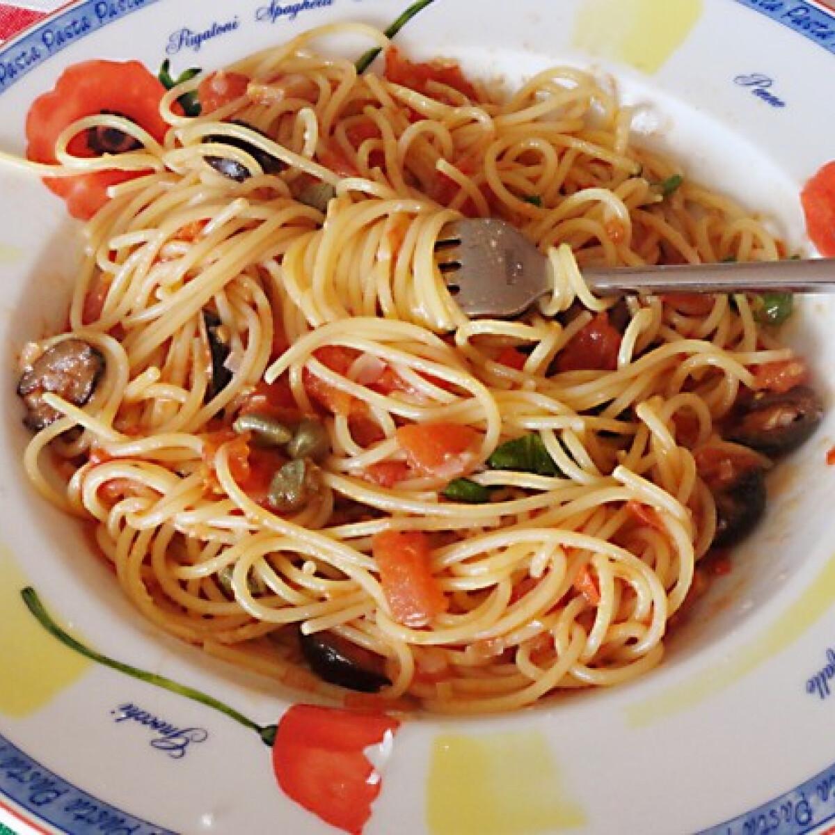 Ezen a képen: Spaghetti alla puttanesca Glaser konyhájából