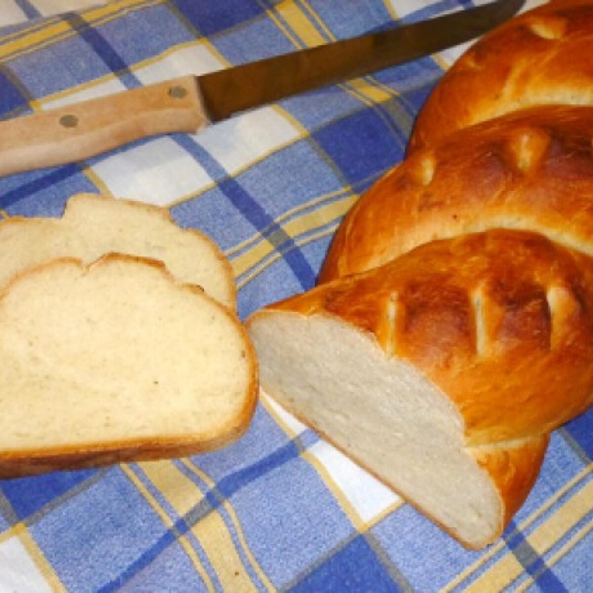 Ezen a képen: Fokhagymás-kefíres kenyér