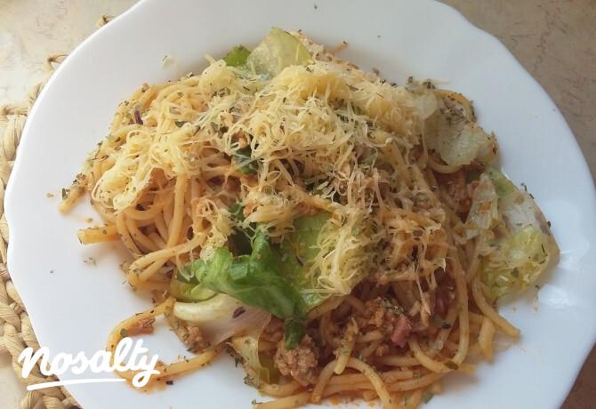 Bolognai spagetti ropogós zöldségekkel - Nosalty
