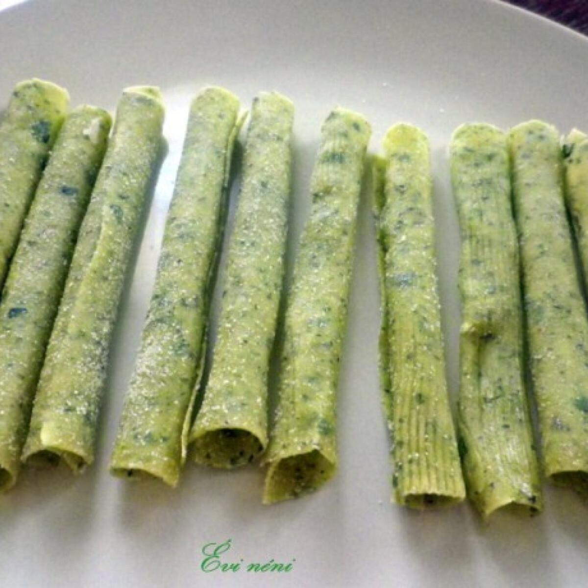 Ezen a képen: Zöldfűszeres tortiglioni