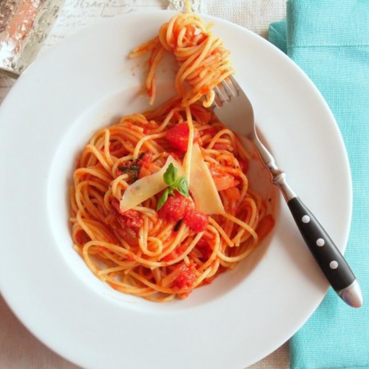 Ezen a képen: Spagetti Pomodoro