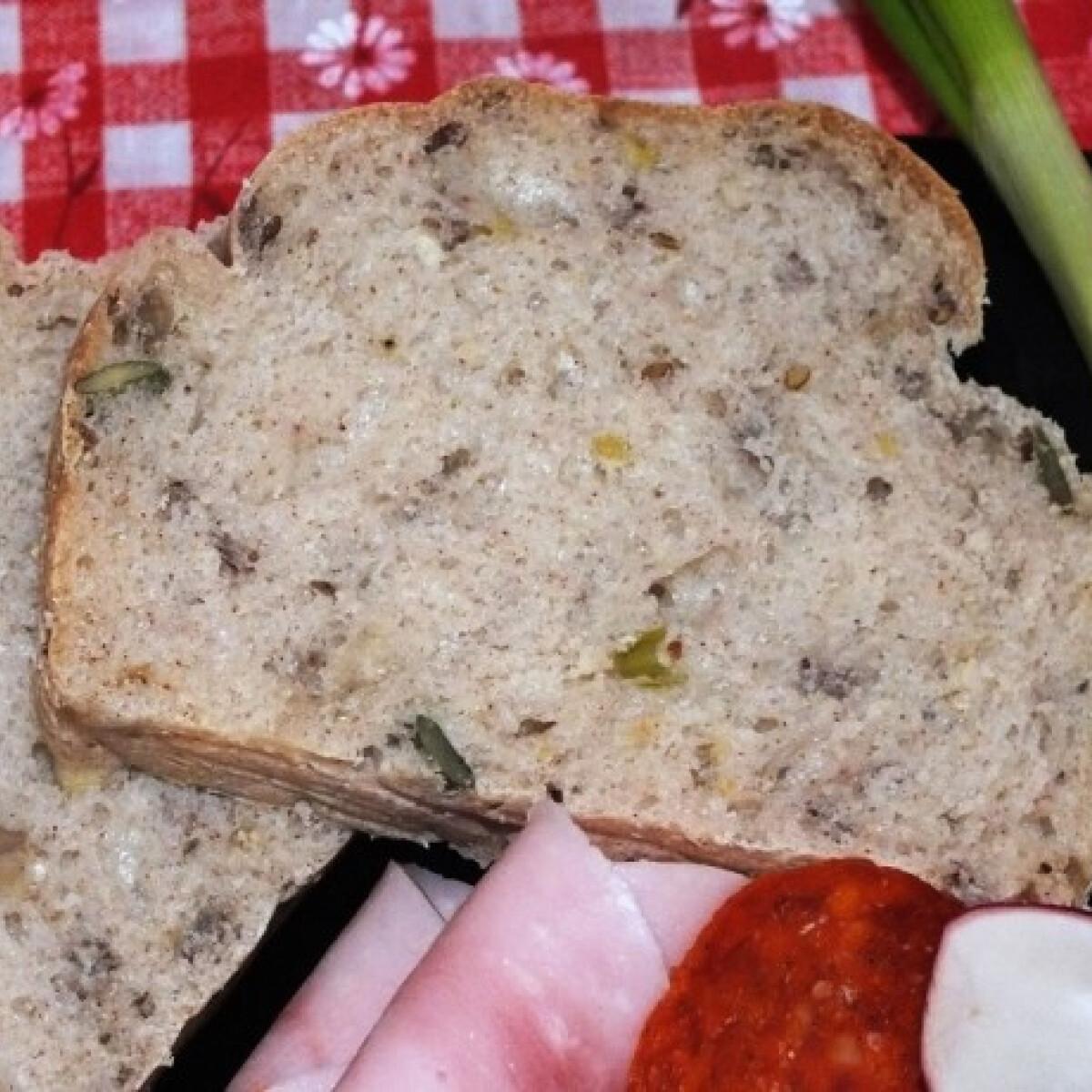 Ezen a képen: Gluténmentes magvas-újhagymás kenyér