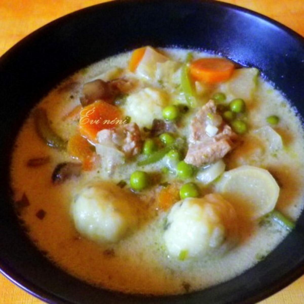 Ezen a képen: Nyírségi gombócleves Évi néni konyhájából