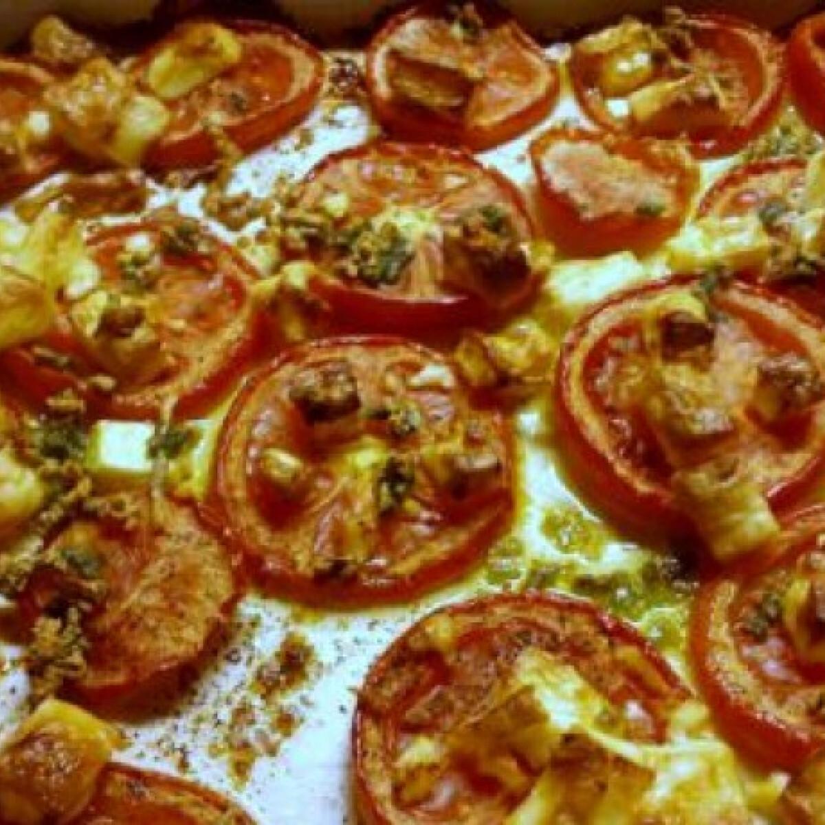 Ezen a képen: Fokhagymás-fetás sült paradicsom
