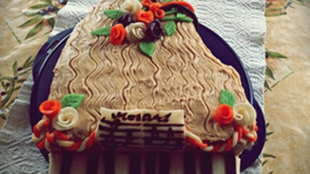 Karamellás-tejszínes zongora torta