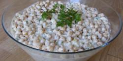 Tejfölös-majonézes csicseriborsó-saláta