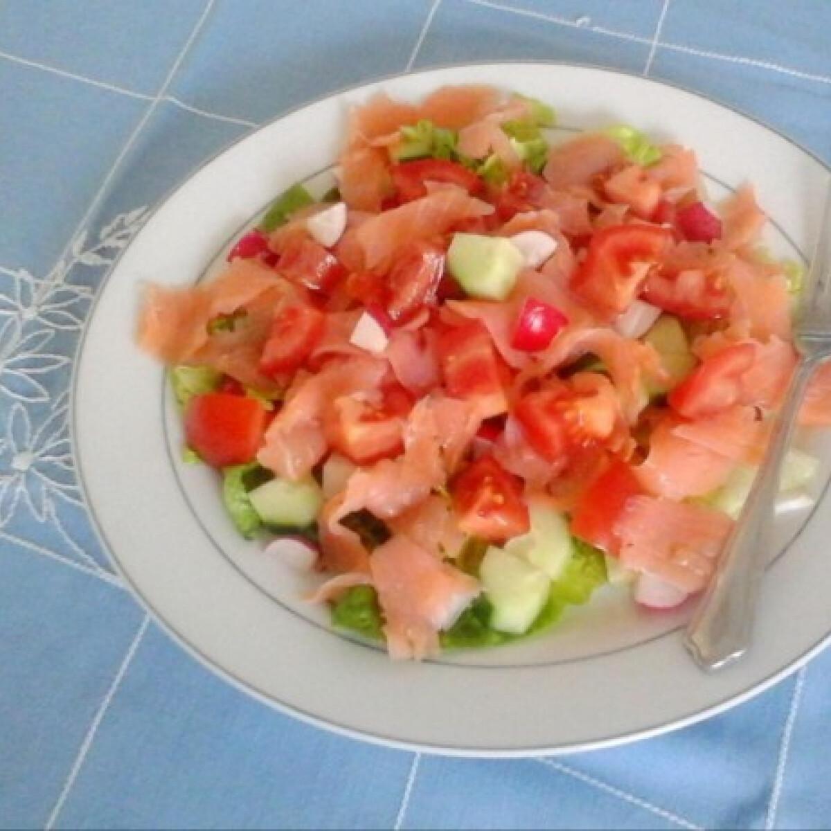 Ezen a képen: Füstölt lazac saláta