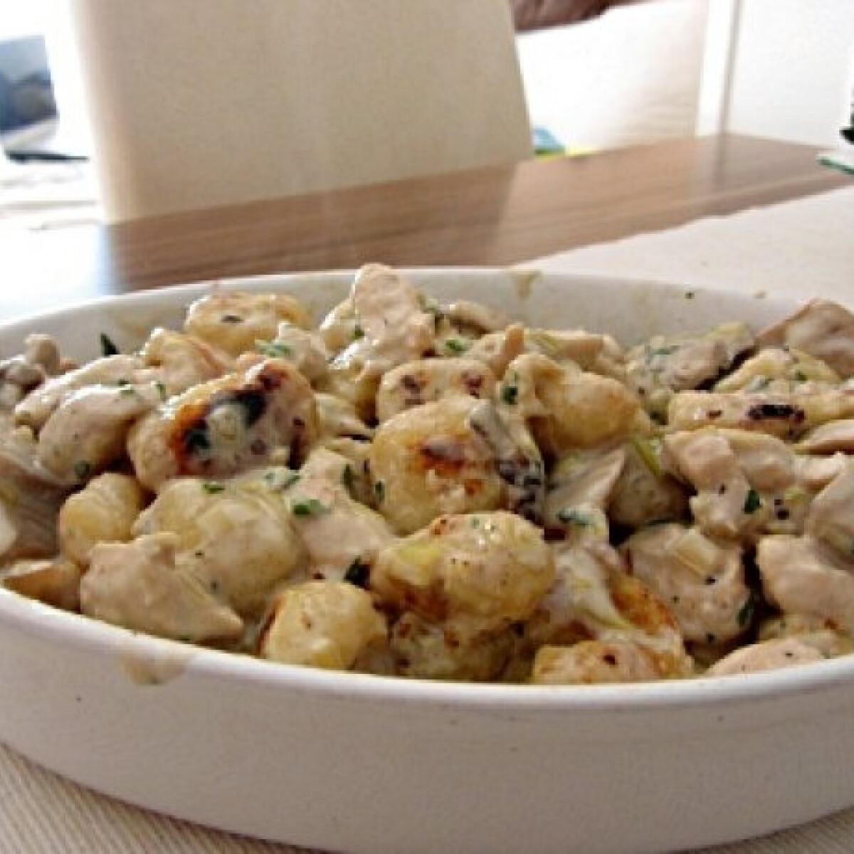 Ezen a képen: Gombás-csirkés gnocchi