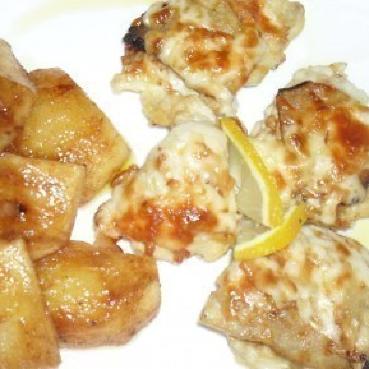 Ezen a képen: Füstölt sajtos csirkemell párolt mézes-fahéjas almával