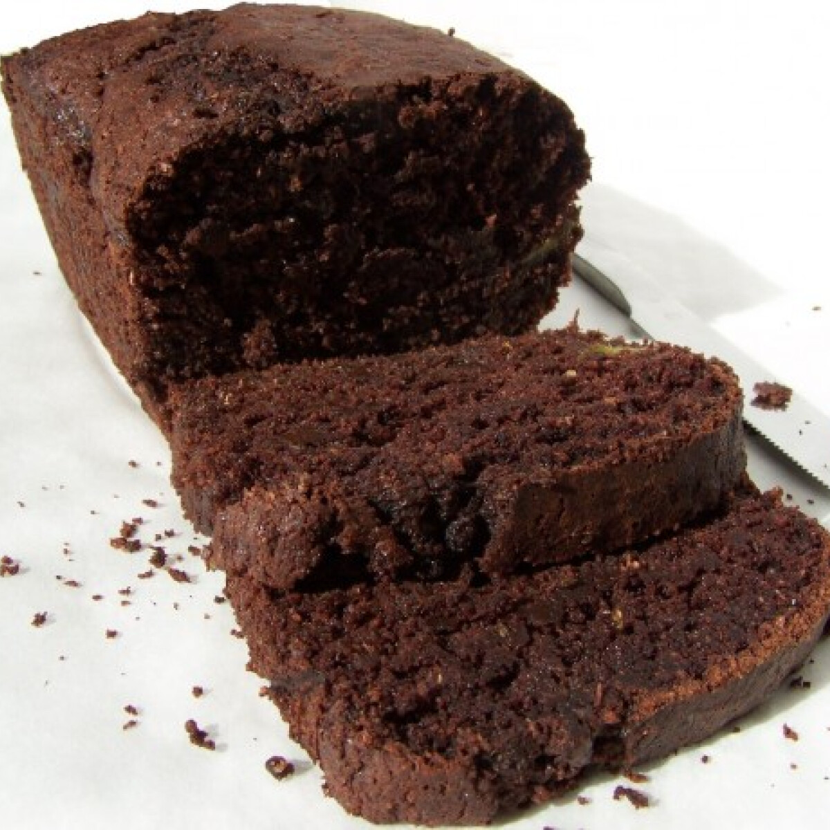 Ezen a képen: Kakaós-cukkinis-csokis sütemény kenyérformában