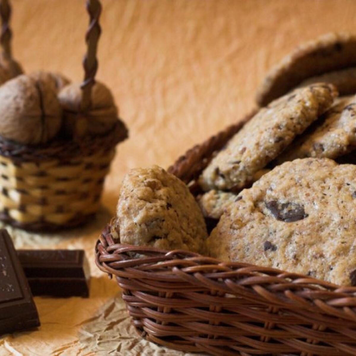Ezen a képen: Csokoládés-diós keksz