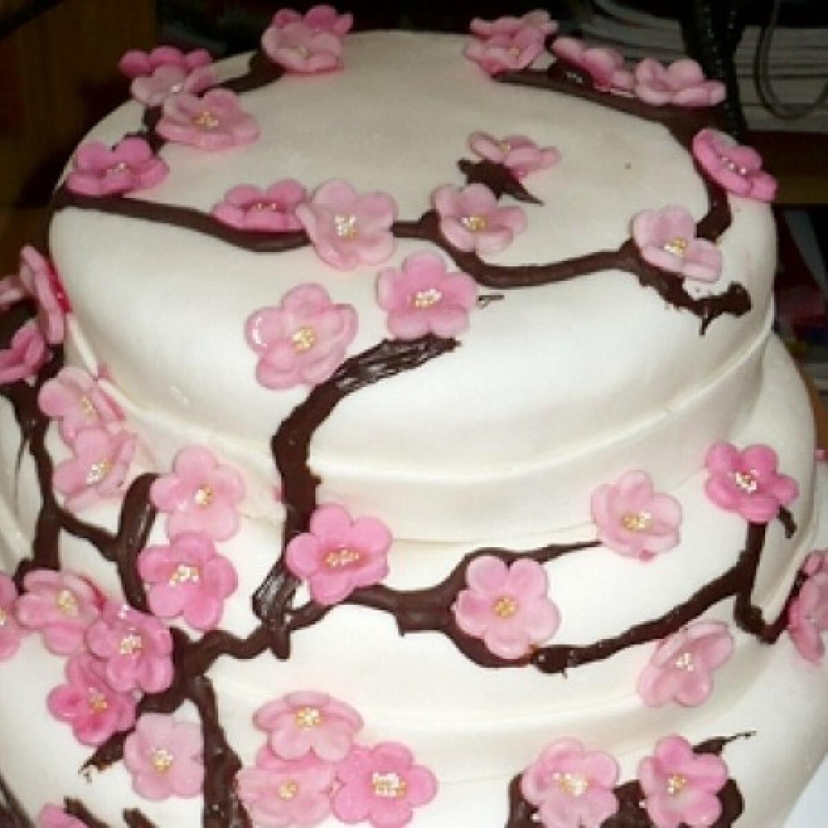 Ezen a képen: Gluténmentes emeletes torta