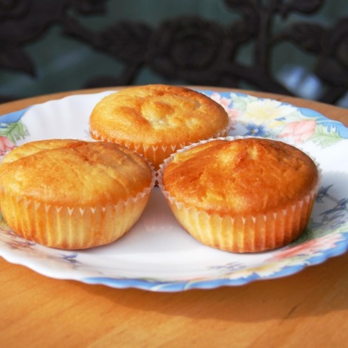 Ezen a képen: Ananászos-kókuszos muffin