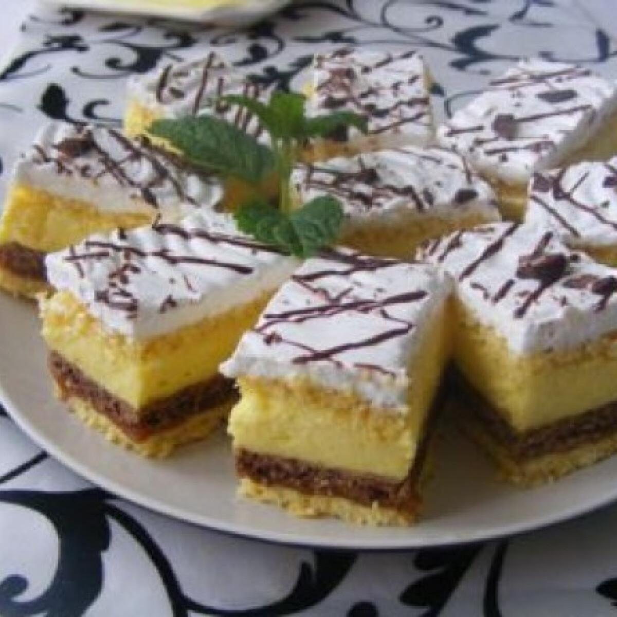 Ezen a képen: Vaníliakrémes szelet Mara konyhájából