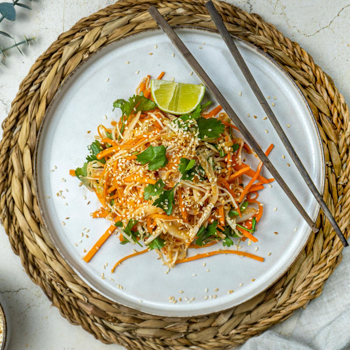 Ezen a képen: Csípős koreai coleslaw