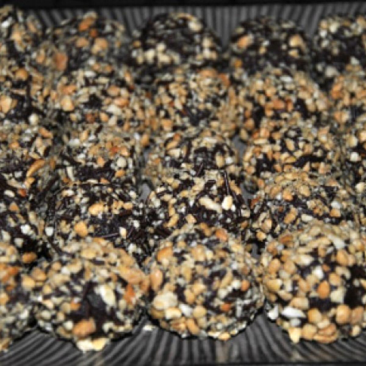 Mogyorókrémes csokigolyók