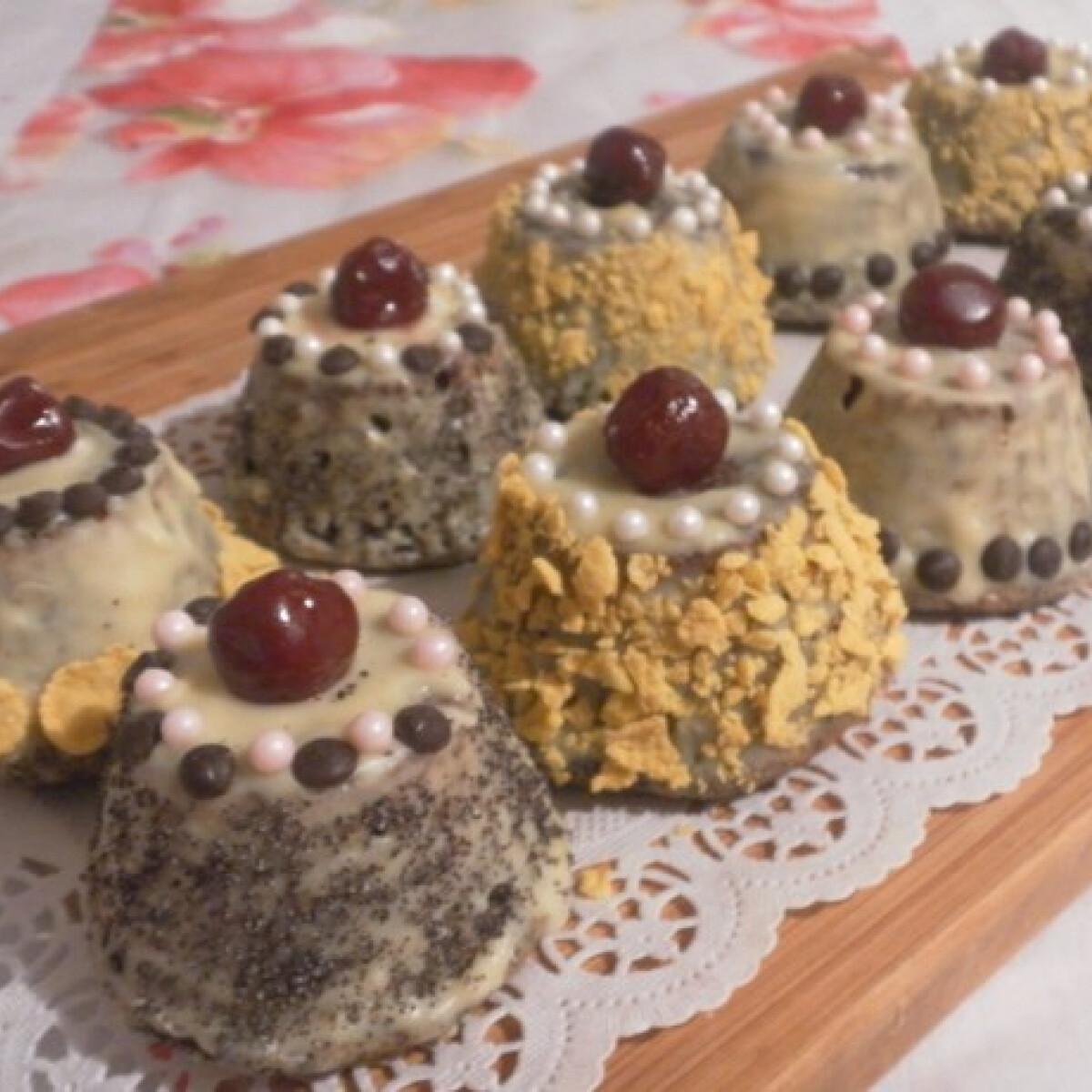 Ezen a képen: Mákos muffintortácskák