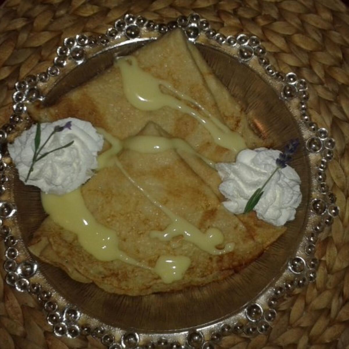 Ezen a képen: Levendulás-vaníliás palacsinta teljes kiőrlésű lisztből