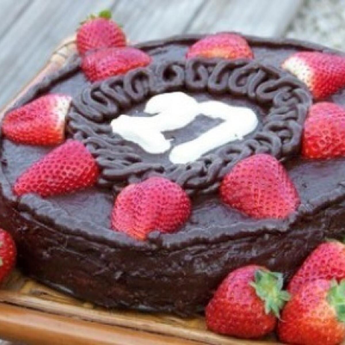 Ezen a képen: Csokitorta 17. - csokikrémes