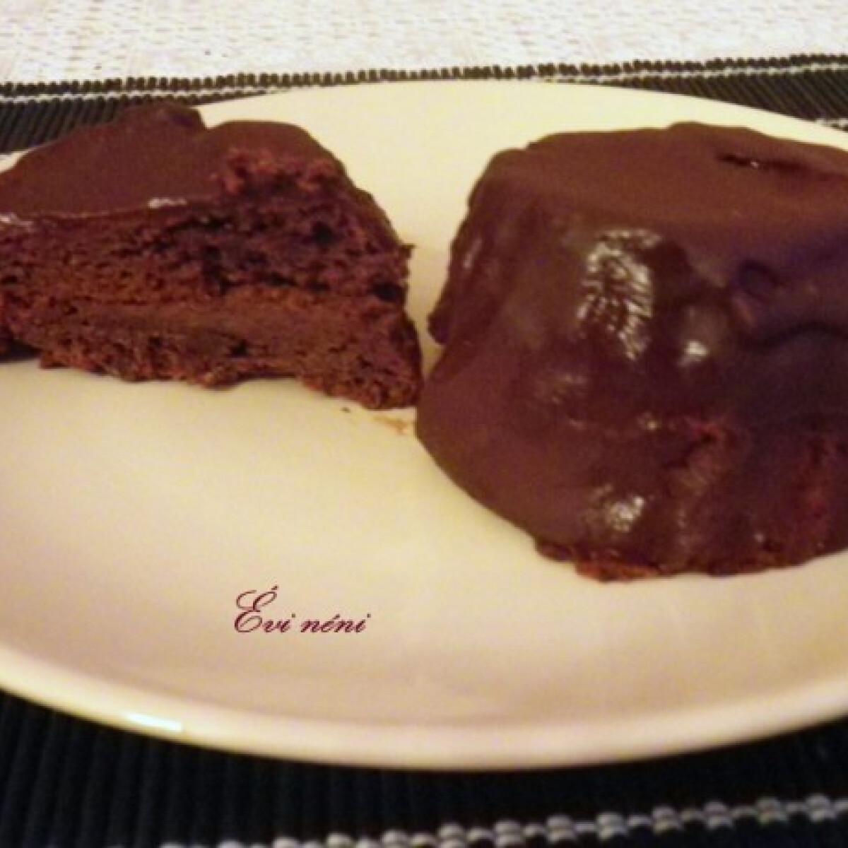 Ezen a képen: Csokoládékrémes süti Évi nénitől
