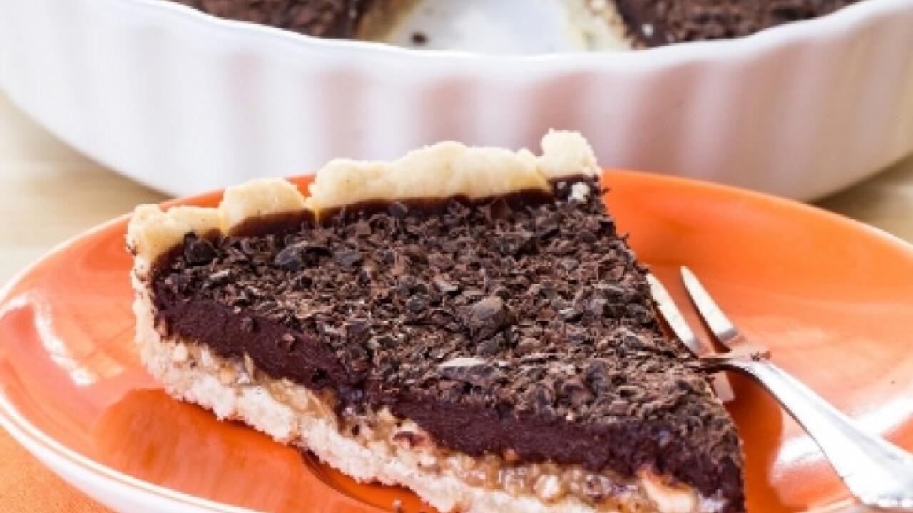 Mogyorós-vajkaramellás csokoládés pite