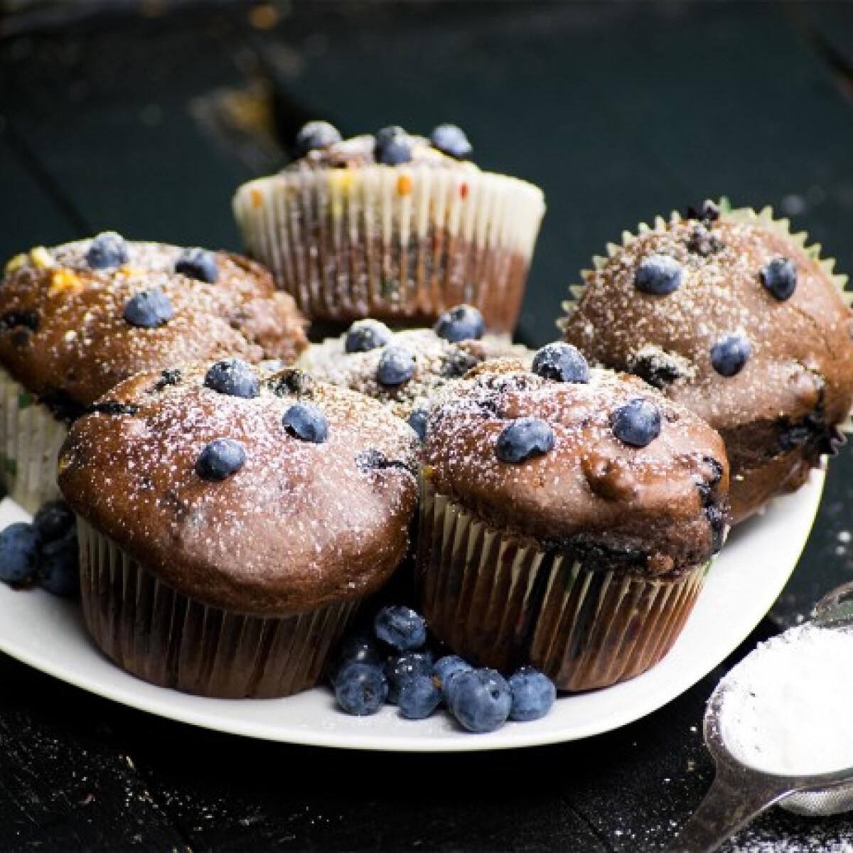 Ezen a képen: Áfonyás-fehércsokis muffin