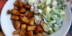 Pirított csirkemell salátával