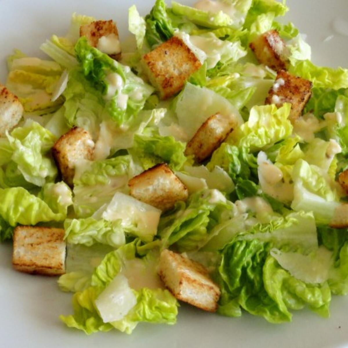 Ezen a képen: Caesar saláta Glaser konyhájából