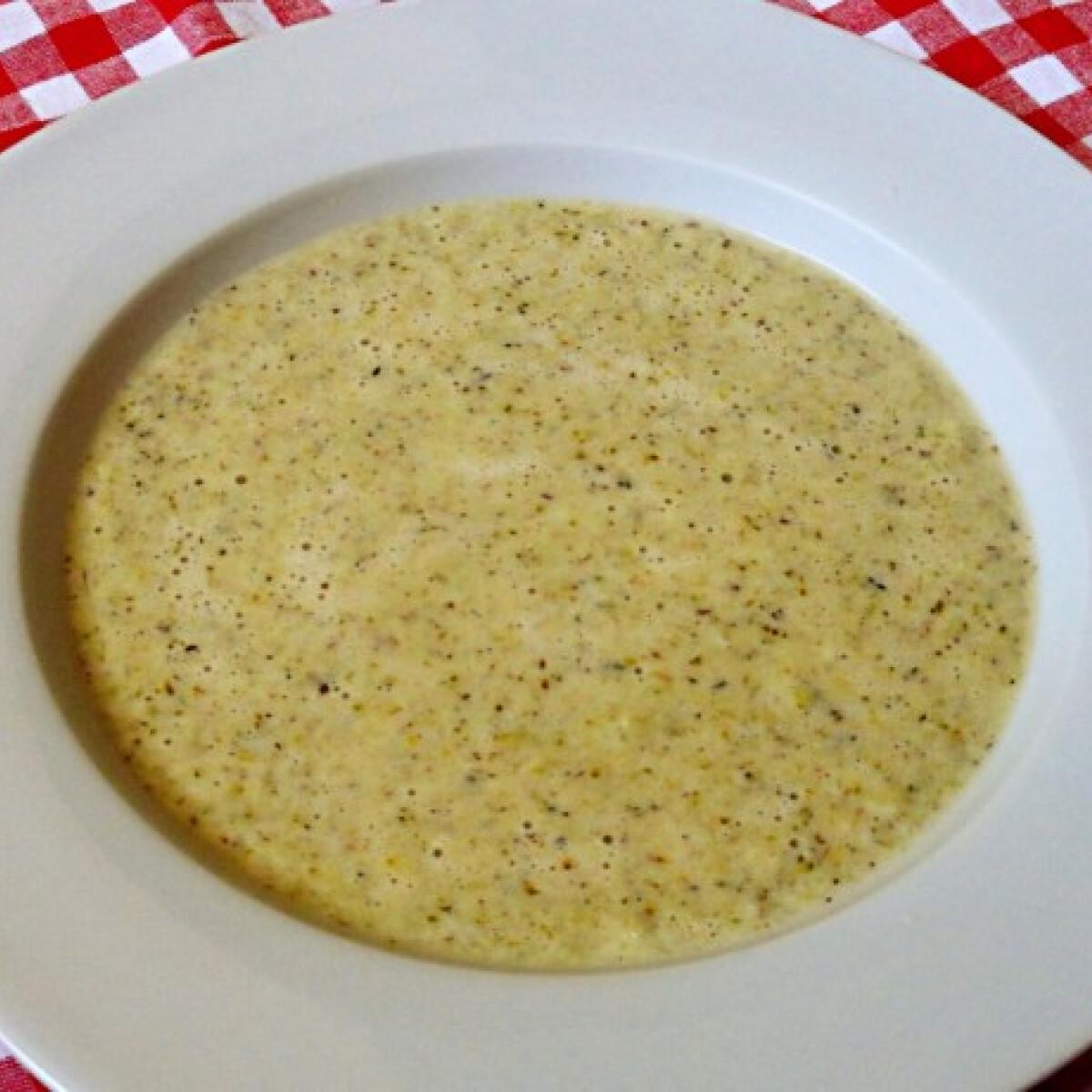 Pirítottbrokkoli-krémleves cheddar sajttal