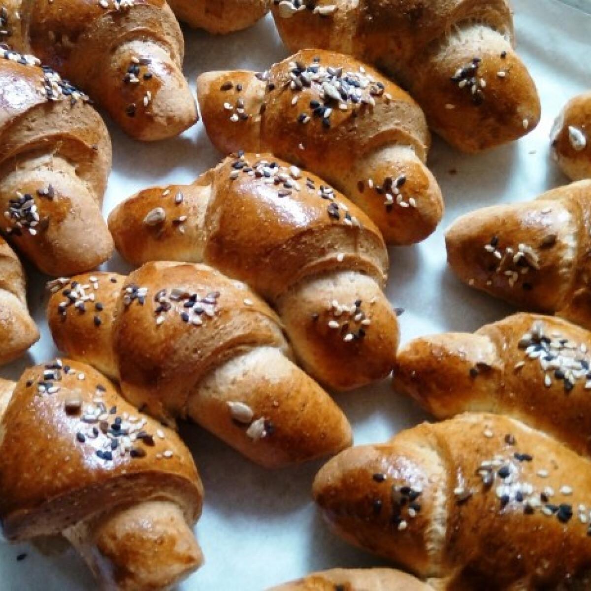 Ezen a képen: Sokmagos reform kiflik kenyérsütőgéppel