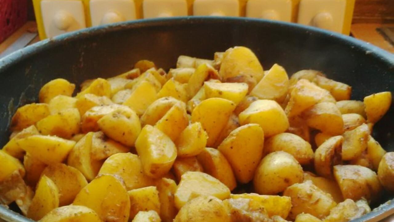 Fűszeres, szaftos serpenyős krumpli