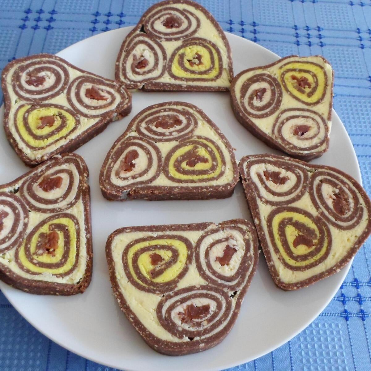 Ezen a képen: Meggyes-kókuszos keksztekercs