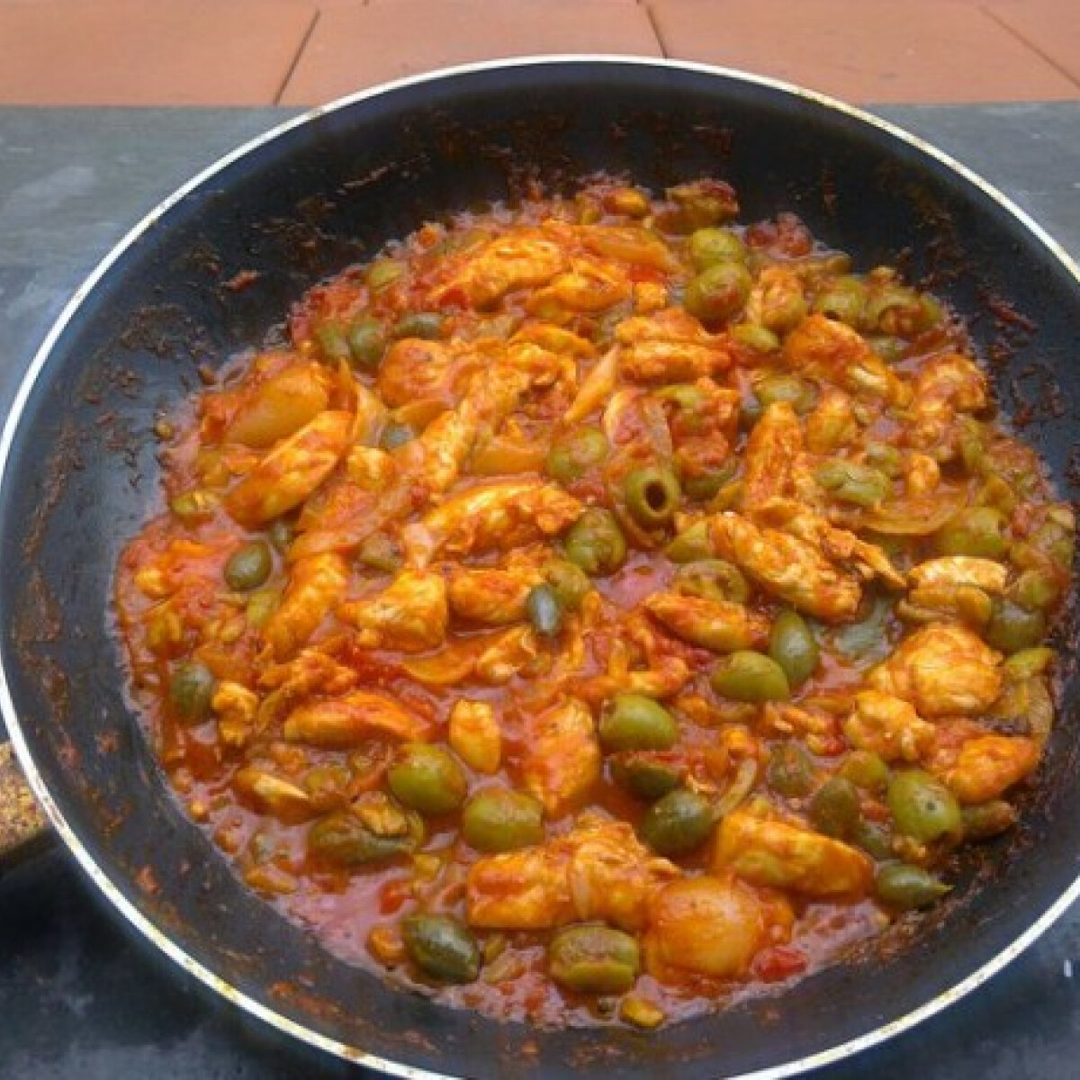Ezen a képen: Mexikói olajbogyós csirke