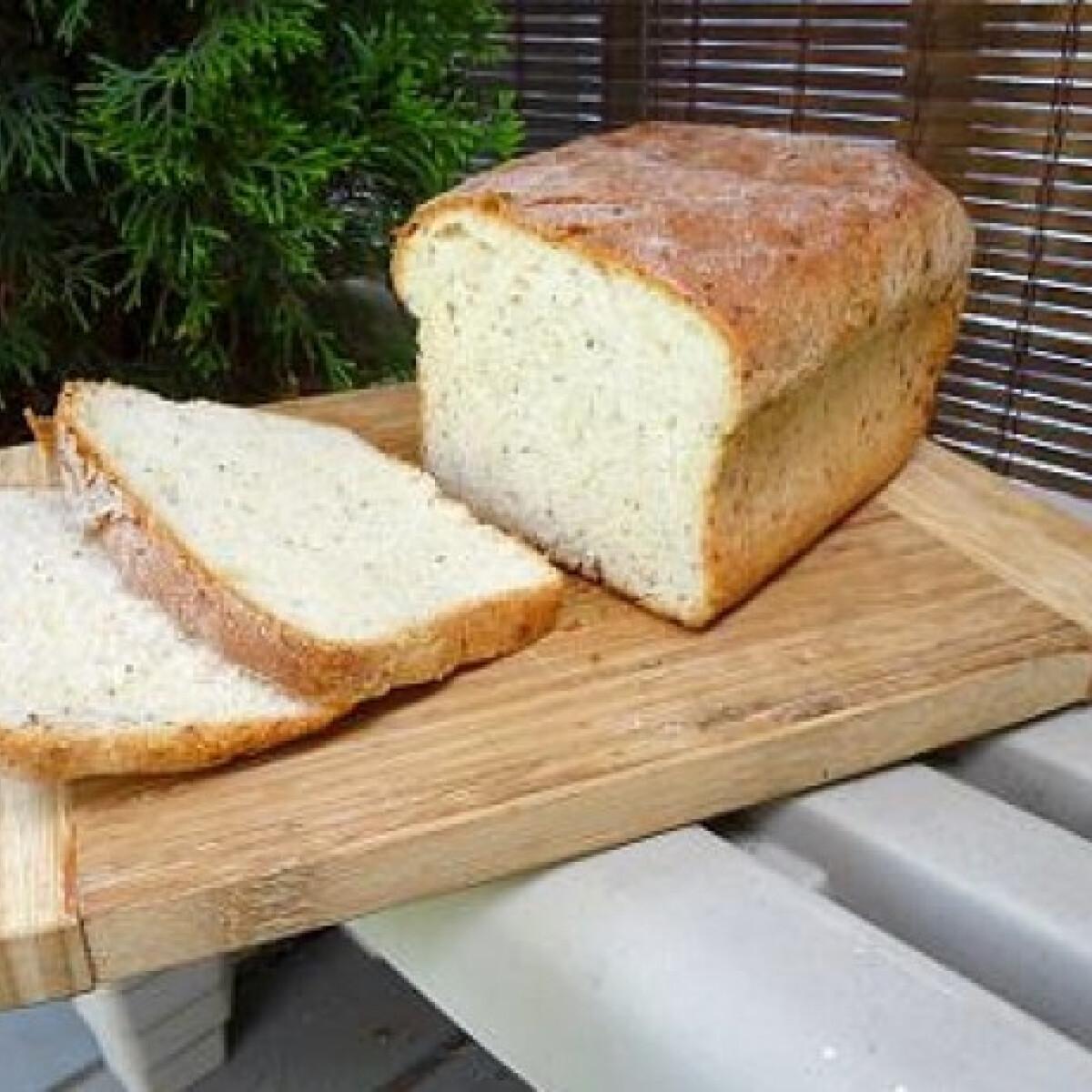 Ezen a képen: Zsályás kenyér