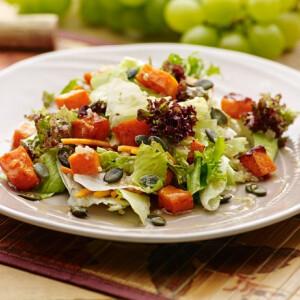 Sütőtökös quinoa saláta fűszeres tökmaggal